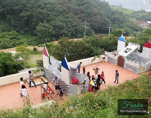 [Dec 1-May 31] Nami Island & Petite France & Strawberry Picking Shuttle Package_9