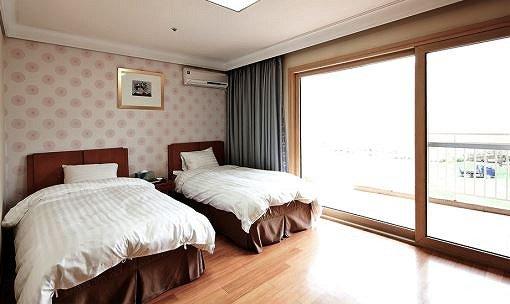 Vivaldi Park Maple Wing Room Reservation