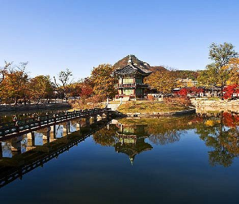 [Guided Tour] Seoul Palaces & Temple & Markets One Day Tour