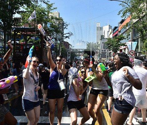 [July 7-8 Only!] 10% Discount!  2018 Seoul Water Gun Festival in Sinchon