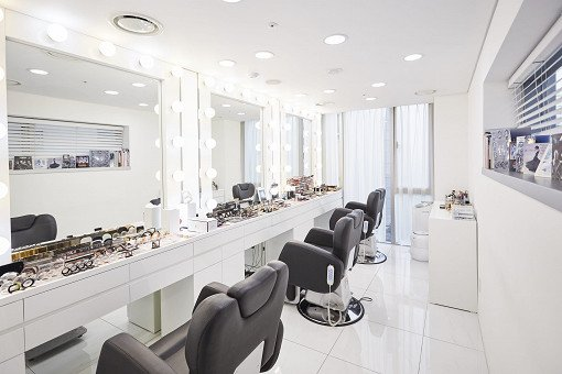 A.H.C. Luxury Hair Styling & Professional Makeup Service_11