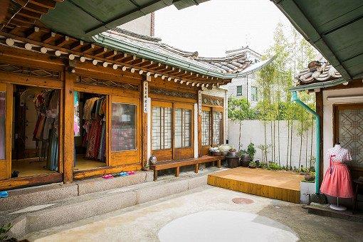 Hanbok Experience & Professional Photoshoot near Gyeongbok Palace_11