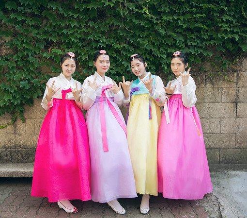 Hanbok Experience & Professional Photoshoot near Gyeongbok Palace_1